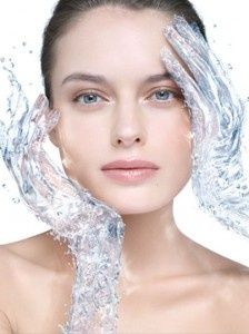 潔面前應先洗淨雙手,避免將細菌帶到臉上