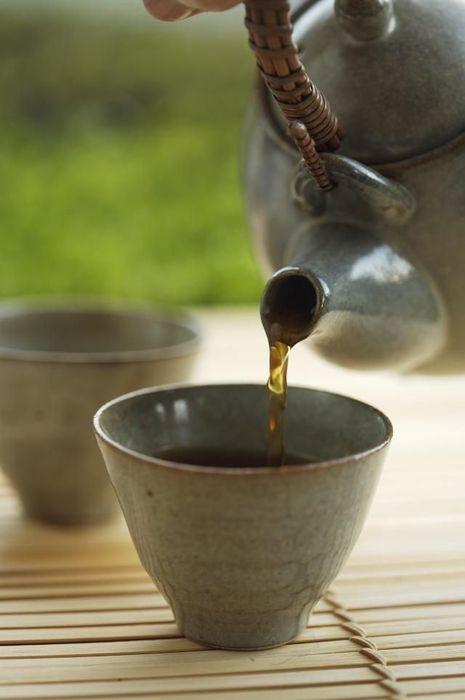 每餐之間可飲用1杯不含咖啡因咖啡或不太濃的茶。