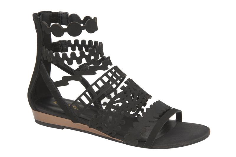 Nine West 黑色造型羅馬涼鞋,價格電洽。