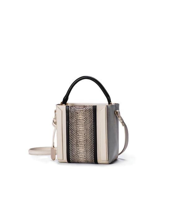 Calvin Klein platinum 灰白色羔羊皮蟒蛇壓紋手提肩揹包,25,990元。