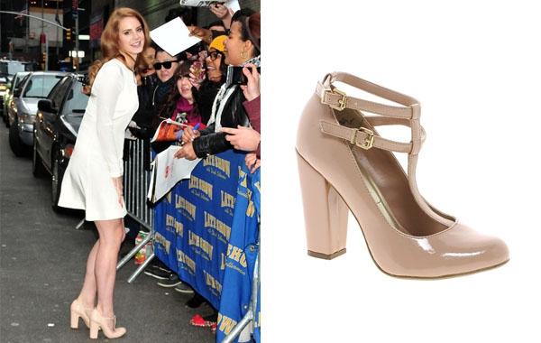 講到復古達人,不得不提拉娜德芮(Lana Del Rey),自去年成為H&M秋冬代言人,其復古形象深入民心,今次選的厚底粗跟鞋搭配 T 字設計,極適合腳背較寬大的女生,能夠修飾腿型外,還有拉長腿型的效果。