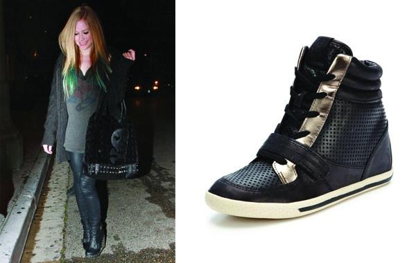 艾薇兒(Avril Lavigne)走開型格路線,黑色皮質楔形球鞋,不但百搭又有拉長小腿的視覺效果。