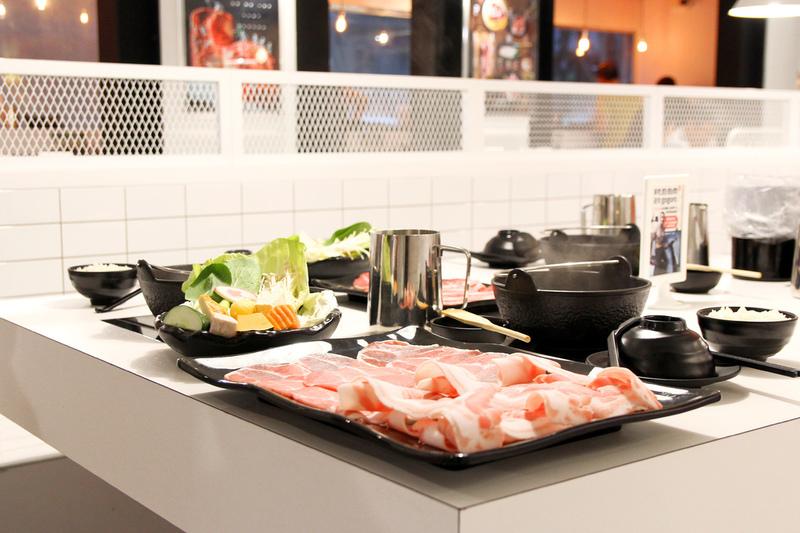 夠夠肉,時髦現代極白風格火鍋店,選一種屬於自己吃肉的生活方式。大安站 / 涮涮鍋